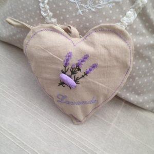pernuta inima parfumata cu lavanda de Provence